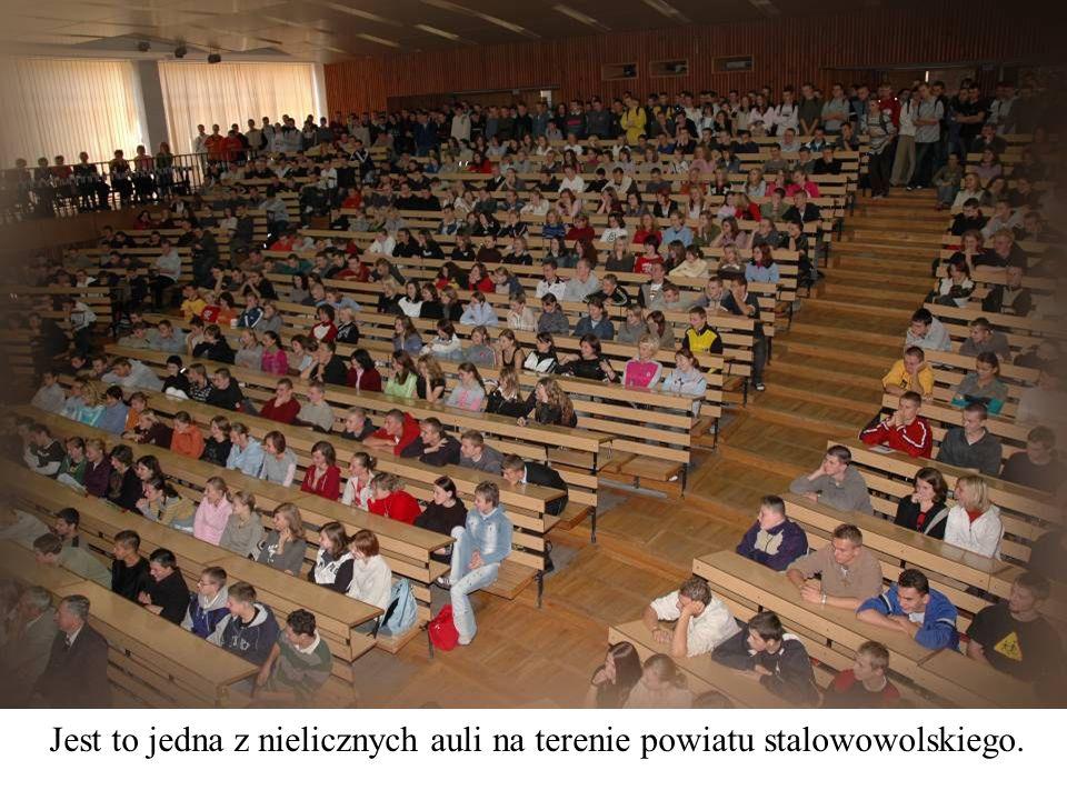 Jest to jedna z nielicznych auli na terenie powiatu stalowowolskiego.