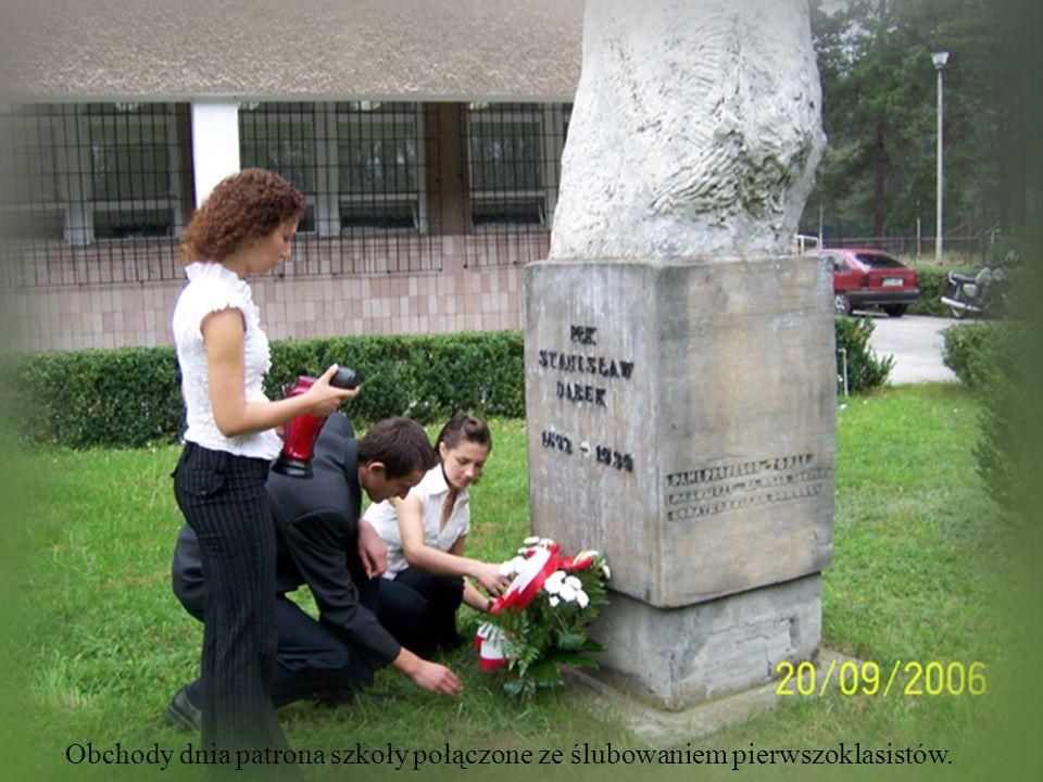 Obchody dnia patrona szkoły połączone ze ślubowaniem pierwszoklasistów.