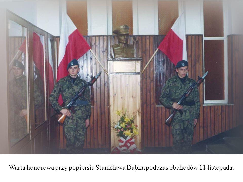 Warta honorowa przy popiersiu Stanisława Dąbka podczas obchodów 11 listopada.