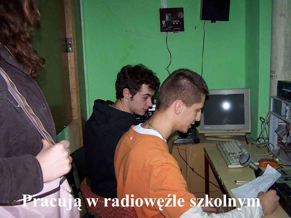 Pracują w radiowęźle szkolnym