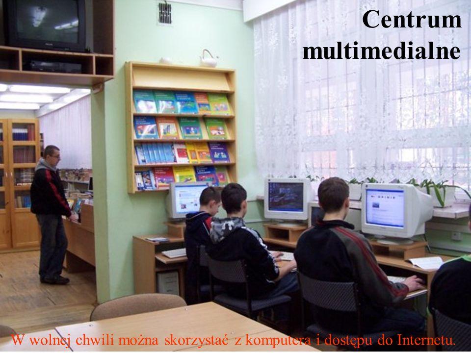 Centrum multimedialne W wolnej chwili można skorzystać z komputera i dostępu do Internetu.