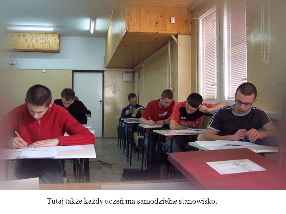 Tutaj także każdy uczeń ma samodzielne stanowisko.