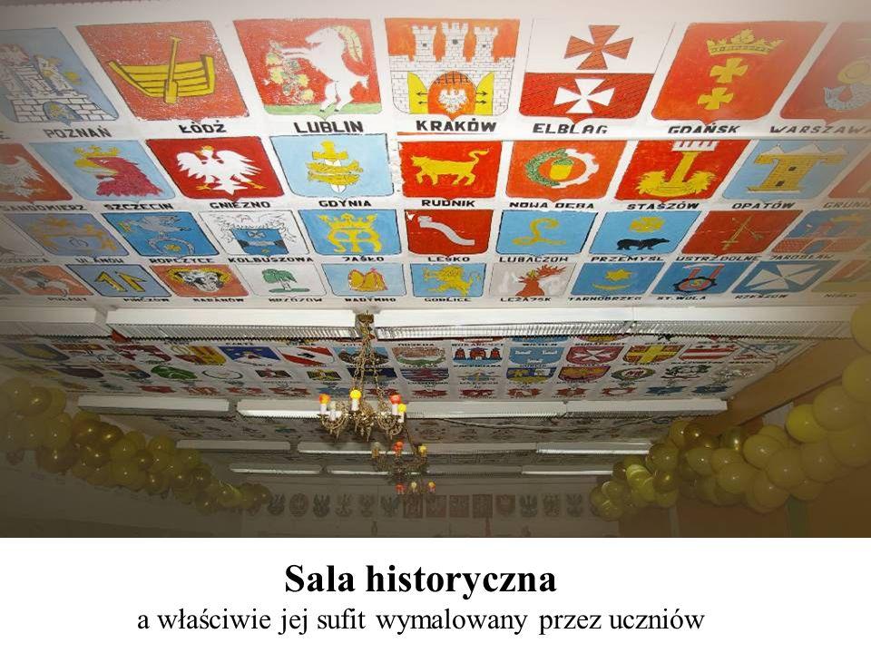 Sala historyczna a właściwie jej sufit wymalowany przez uczniów