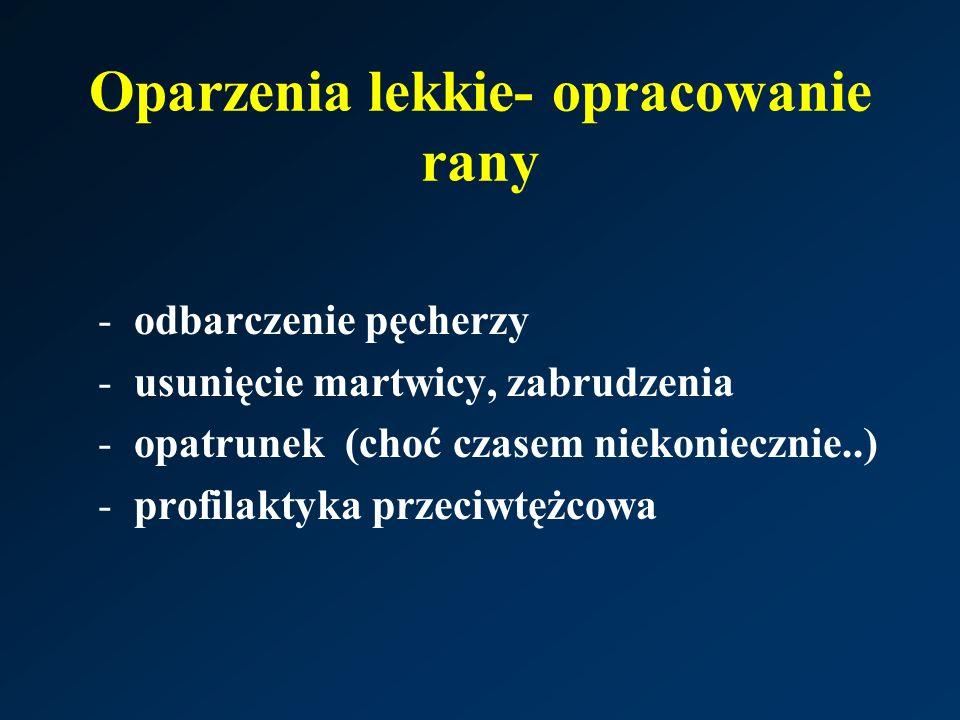 Oparzenia lekkie- opracowanie rany -odbarczenie pęcherzy -usunięcie martwicy, zabrudzenia -opatrunek (choć czasem niekoniecznie..) -profilaktyka przeciwtężcowa