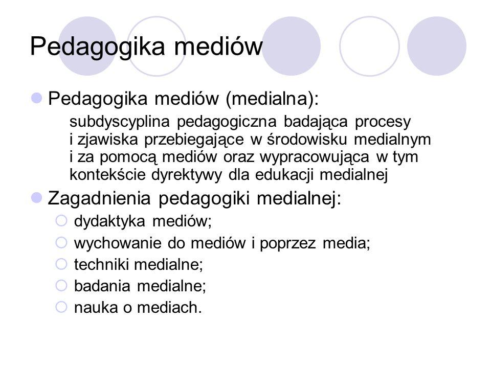 Pedagogika mediów Pedagogika mediów (medialna): subdyscyplina pedagogiczna badająca procesy i zjawiska przebiegające w środowisku medialnym i za pomocą mediów oraz wypracowująca w tym kontekście dyrektywy dla edukacji medialnej Zagadnienia pedagogiki medialnej:  dydaktyka mediów;  wychowanie do mediów i poprzez media;  techniki medialne;  badania medialne;  nauka o mediach.