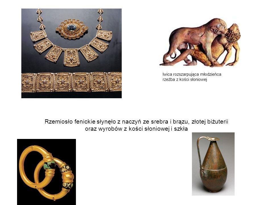 Rzemiosło fenickie słynęło z naczyń ze srebra i brązu, złotej biżuterii oraz wyrobów z kości słoniowej i szkła lwica rozszarpująca młodzieńca rzeźba z kości słoniowej