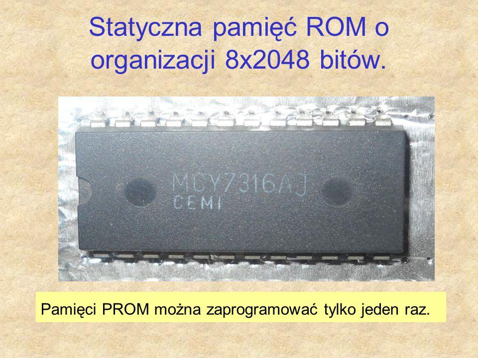 Statyczna pamięć ROM o organizacji 8x2048 bitów. Pamięci PROM można zaprogramować tylko jeden raz.