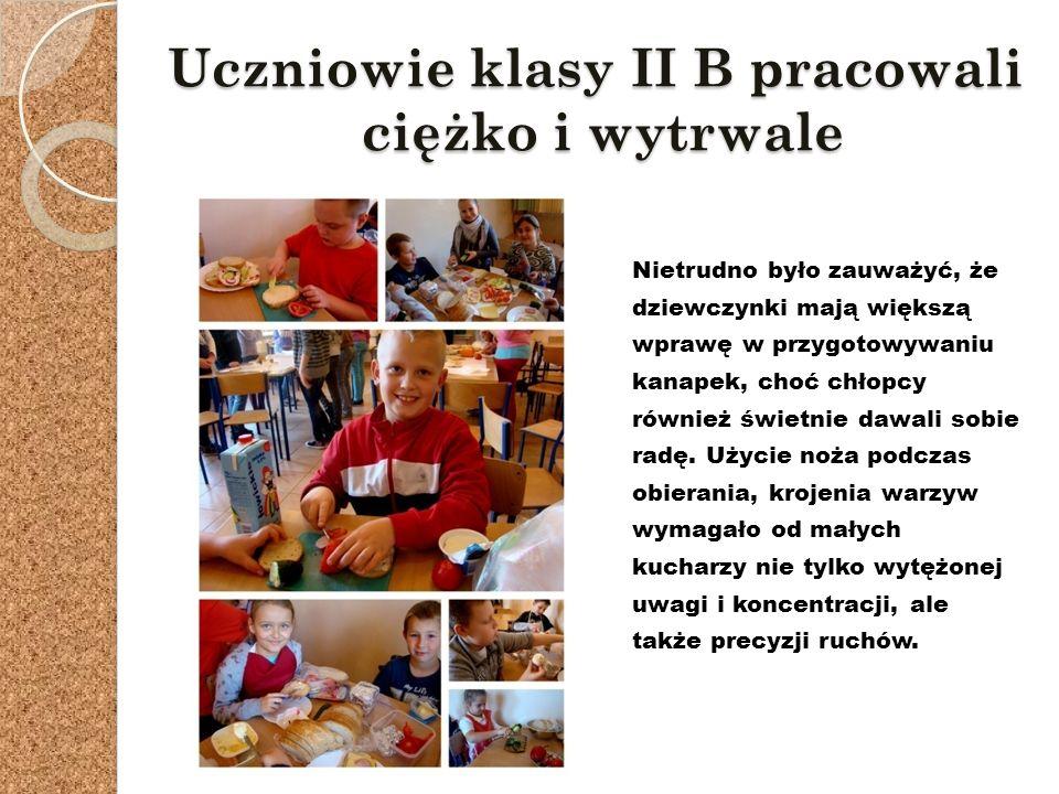 Uczniowie klasy II B pracowali ciężko i wytrwale Nietrudno było zauważyć, że dziewczynki mają większą wprawę w przygotowywaniu kanapek, choć chłopcy również świetnie dawali sobie radę.