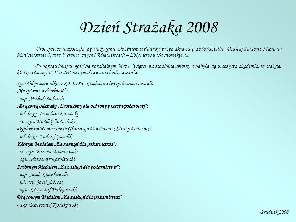 Dzień Strażaka 2008 Uroczystość rozpoczęła się tradycyjnie złożeniem meldunku przez Dowódcę Pododdziałów Podsekretarzowi Stanu w Ministerstwie Spraw Wewnętrznych i Administracji – Zbigniewowi Sosnowskiemu.