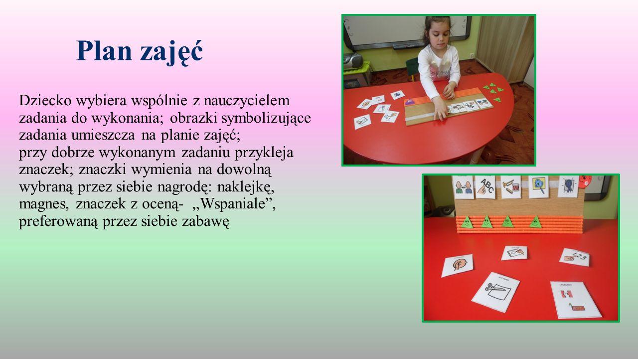 """Plan zajęć Dziecko wybiera wspólnie z nauczycielem zadania do wykonania; obrazki symbolizujące zadania umieszcza na planie zajęć; przy dobrze wykonanym zadaniu przykleja znaczek; znaczki wymienia na dowolną wybraną przez siebie nagrodę: naklejkę, magnes, znaczek z oceną- """"Wspaniale , preferowaną przez siebie zabawę"""