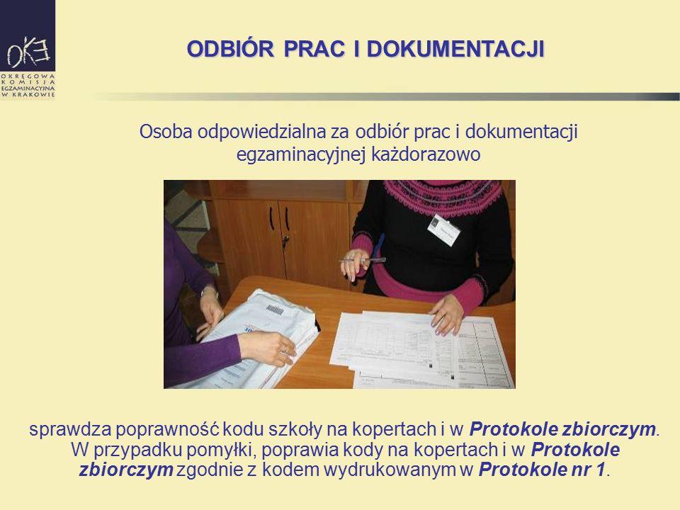 sprawdza poprawność kodu szkoły na kopertach i w Protokole zbiorczym. W przypadku pomyłki, poprawia kody na kopertach i w Protokole zbiorczym zgodnie