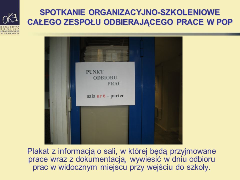 SPOTKANIE ORGANIZACYJNO-SZKOLENIOWE CAŁEGO ZESPOŁU ODBIERAJĄCEGO PRACE W POP Plakat z informacją o sali, w której będą przyjmowane prace wraz z dokume