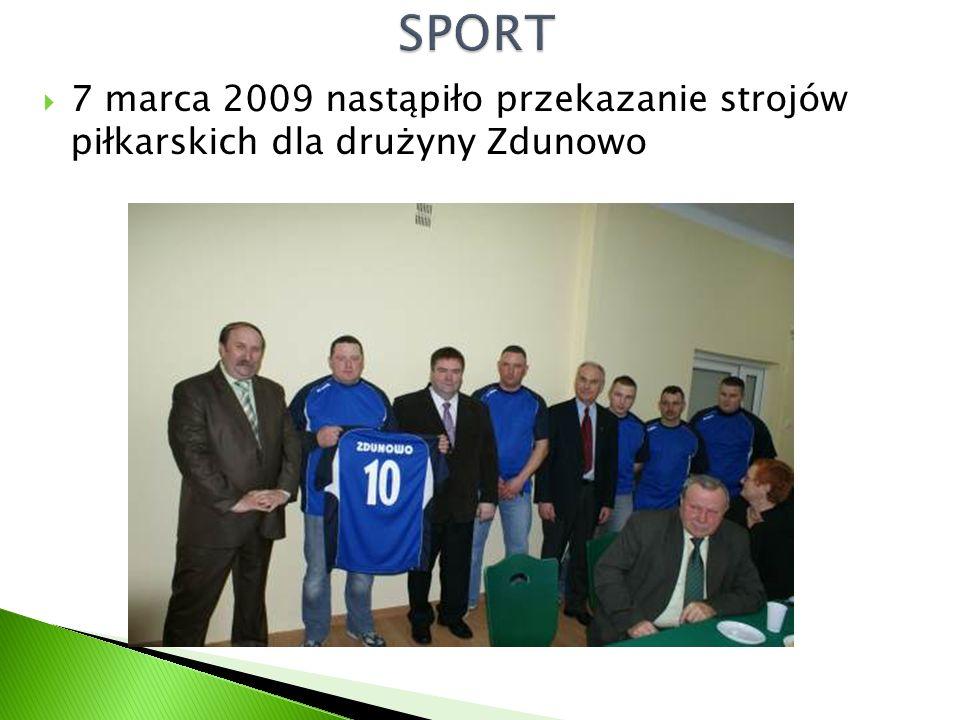  7 marca 2009 nastąpiło przekazanie strojów piłkarskich dla drużyny Zdunowo