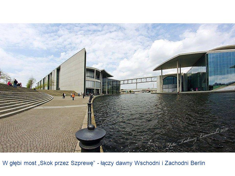Aleja Paula Löbe – Po lewej stronie Reichstag, po prawej biura poselskie Biura poselskie parlamentarzystów Urząd KanclerzaStatek wycieczkowy na Szprewie – W tle Biblioteka i Archiwum parlamentarne