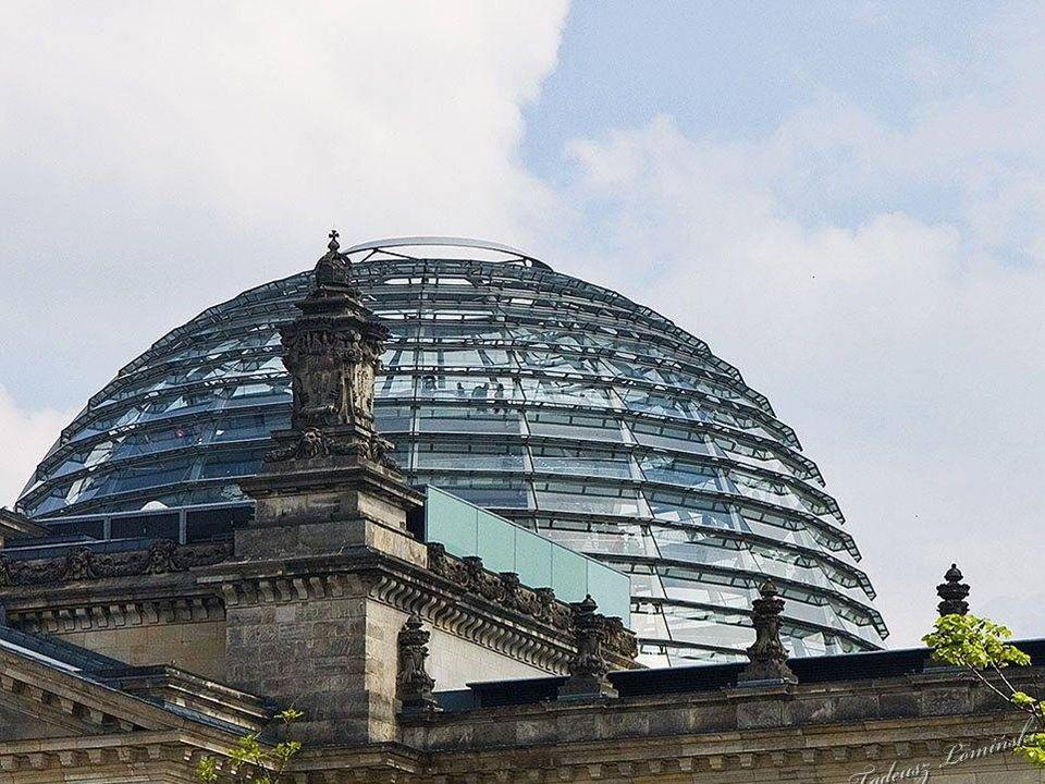 Reichstag ze szklaną kopułą
