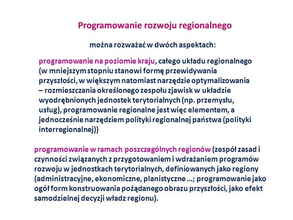 Programy rozwoju regionów (kraju) kompleksowe, wewnętrznie skoordynowane zespoły zadań niezbędnych do osiągnięcia przyszłych celów społeczno- gospodarczych wraz z przyporządkowaniem mechanizmów realizacyjnych, w sposób dynamiczny wiążących cele i zadania ze zmiennymi uwarunkowaniami rozwoju