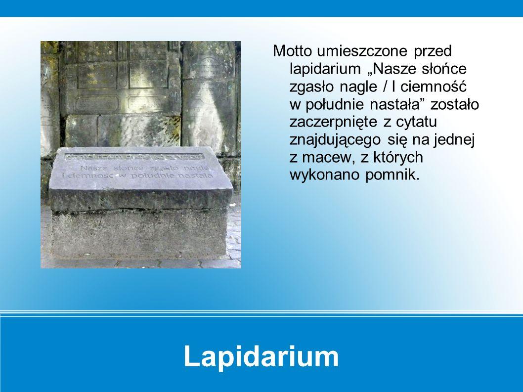 Lapidarium Na jednej z macew umieszczonych w lapidarium znajduje się tajemnicze wgłębienie.
