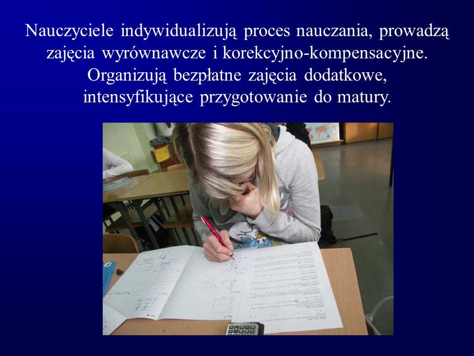 Nauczyciele indywidualizują proces nauczania, prowadzą zajęcia wyrównawcze i korekcyjno-kompensacyjne. Organizują bezpłatne zajęcia dodatkowe, intensy