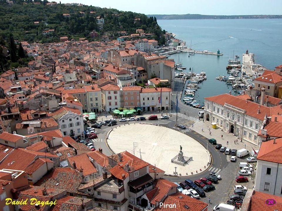 Piran - miasto na słoweńskim wybrzeżu, leżące na półwyspie o tej samej nazwie. Jest jednym z najbardziej atrakcyjnych turystycznie miejsc nad słoweńsk