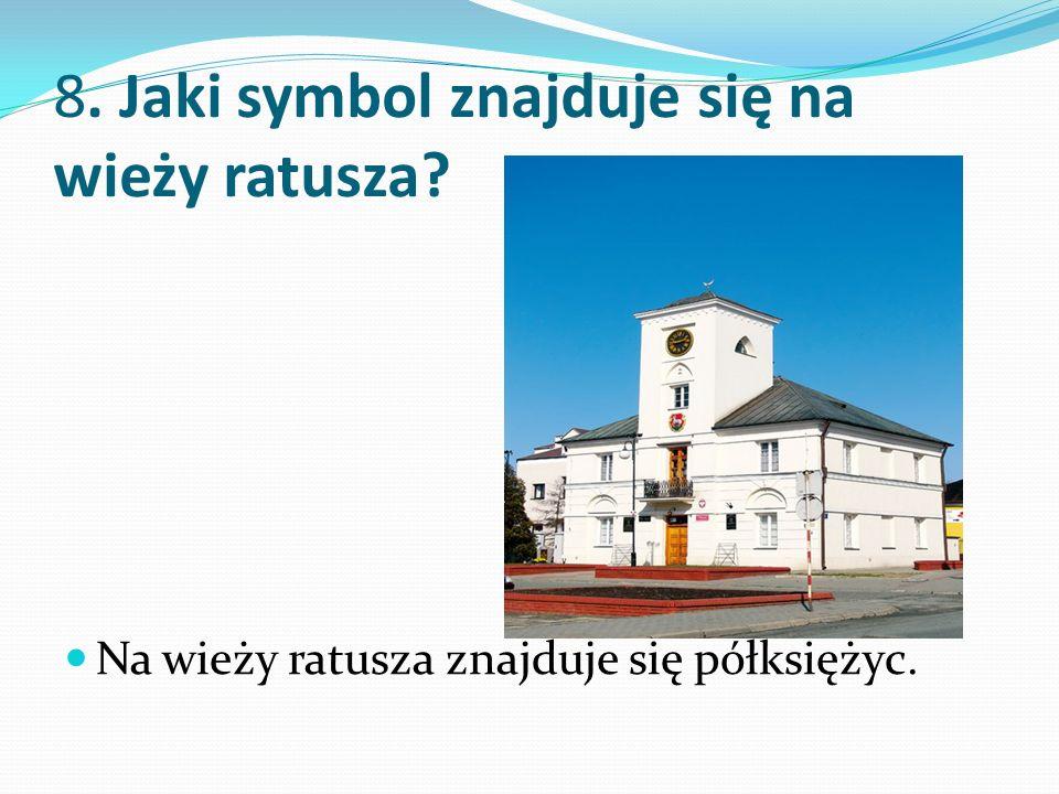 8. Jaki symbol znajduje się na wieży ratusza Na wieży ratusza znajduje się półksiężyc.
