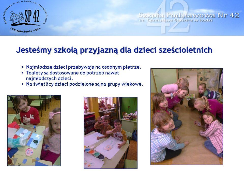 Jesteśmy szkołą przyjazną dla dzieci sześcioletnich Najmłodsze dzieci przebywają na osobnym piętrze.