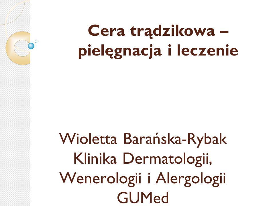 Trądzik pospolity (Acne vulgaris) Jest to schorzenie związane z nadczynnością gruczołów łojowych, cechujące się obecnością:  zaskórników  wykwitów grudkowo-krostkowych  torbieli ropnych umiejscowionych w okolicach łojotokowych (centralne części twarzy, plecy) Czynnikiem usposabiającym jest osobnicza, uwarunkowana genetycznie skłonność do:  nadmiernego wytwarzania łoju  rogowacenia ujść mieszków włosowych