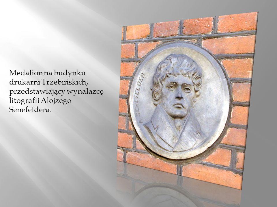 Medalion na budynku drukarni Trzebińskich, przedstawiający wynalazcę litografii Alojzego Senefeldera.