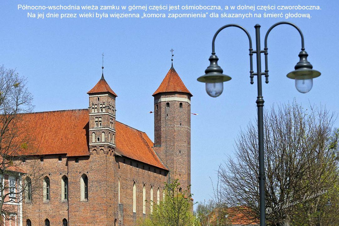 Zamek Biskupów Warmińskich Wejście do zamku Zamek wzniesiono na planie kwadratu o boku 48,5 m. Cztery skrzydła zamku zamykają dziedziniec. Jest on oto