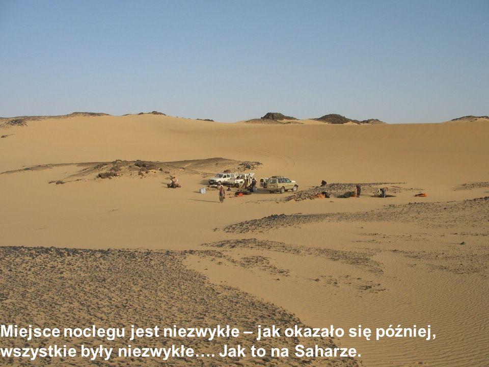 Tak wygląda dekoracja z bliska – nic nadzwyczajnego, Jakby nasi z węglem po Saharze jeździli.