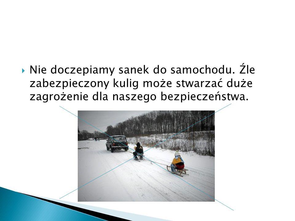  Pamiętamy, że w zimowe dni kierowcy mają ograniczoną widoczność, a samochody potrzebują dłuższego czasu hamowania.