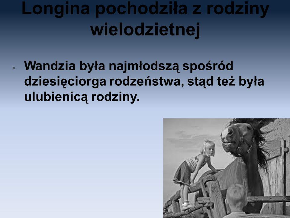 Longina pochodziła z rodziny wielodzietnej Wandzia była najmłodszą spośród dziesięciorga rodzeństwa, stąd też była ulubienicą rodziny.