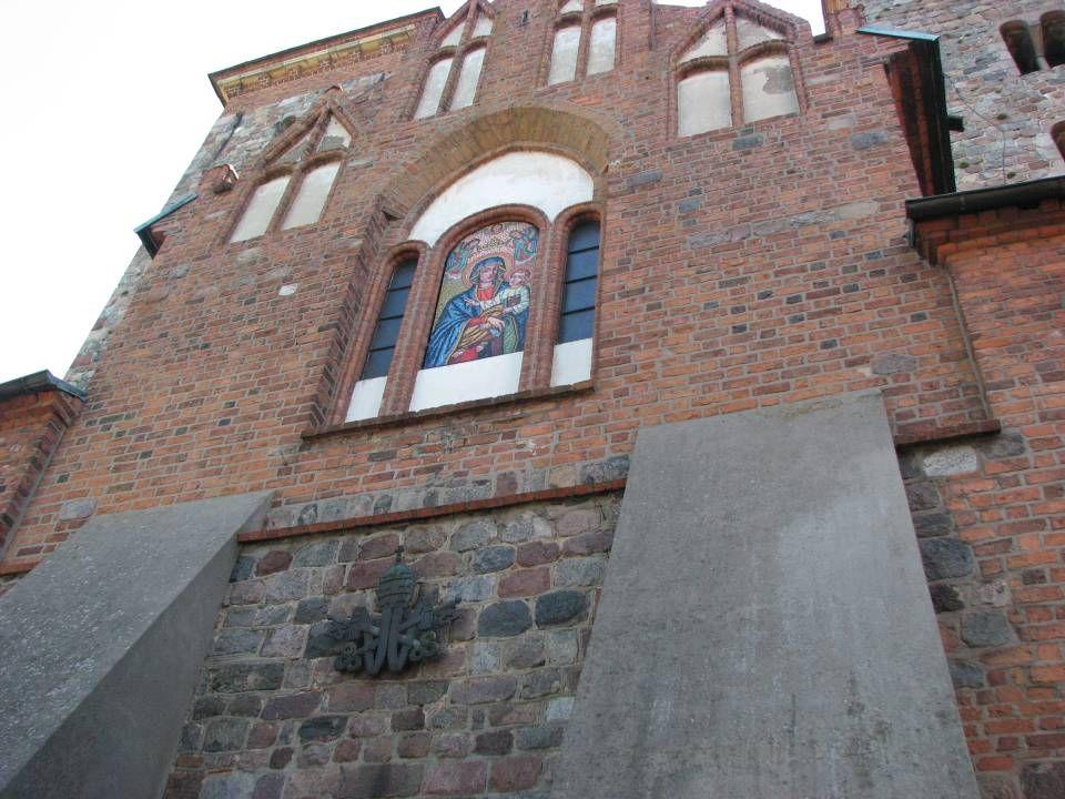 *Kielich św. Wojciecha - agatowa czara z X wieku w złotej oprawie z przełomu XII i XIII wieku