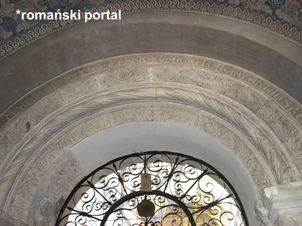 *romański portal