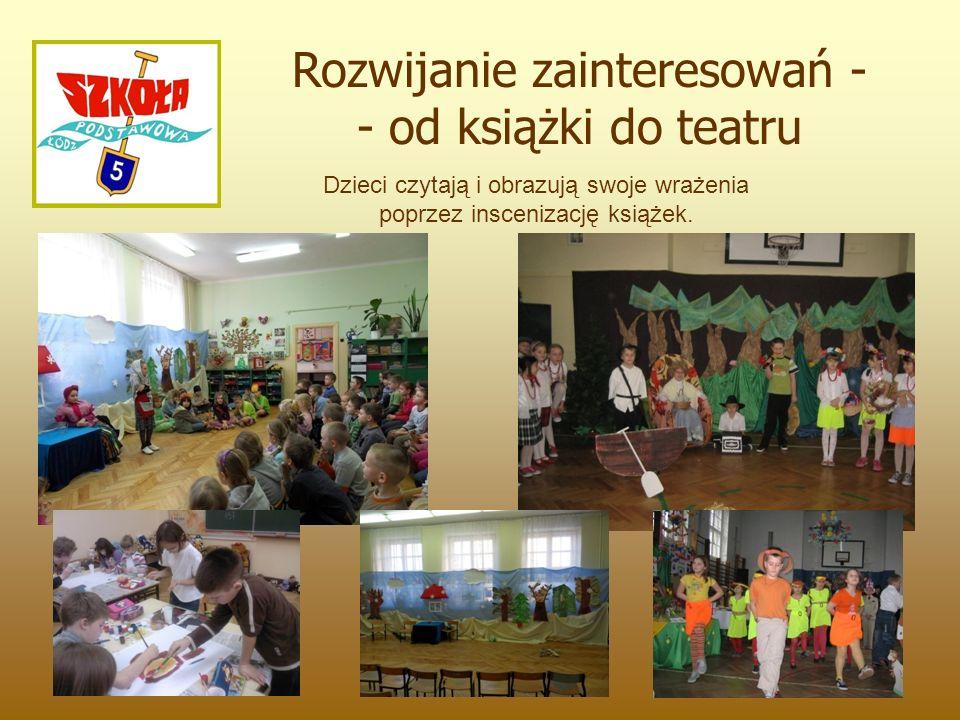 Dzieci czytają i obrazują swoje wrażenia poprzez inscenizację książek.