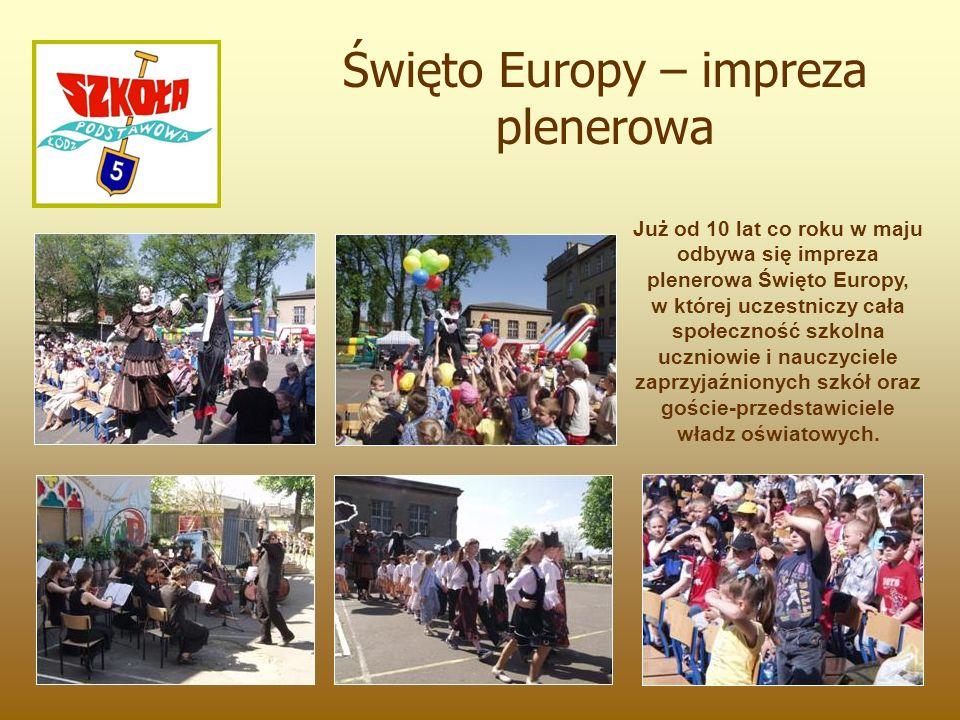 Już od 10 lat co roku w maju odbywa się impreza plenerowa Święto Europy, w której uczestniczy cała społeczność szkolna uczniowie i nauczyciele zaprzyjaźnionych szkół oraz goście-przedstawiciele władz oświatowych.