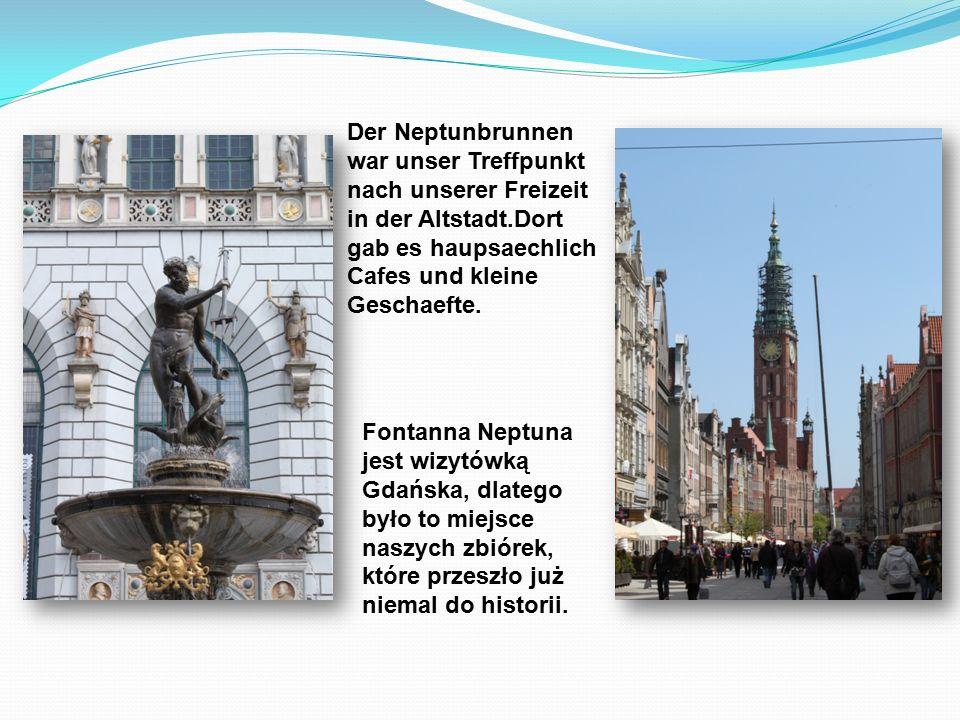 Der Neptunbrunnen war unser Treffpunkt nach unserer Freizeit in der Altstadt.Dort gab es haupsaechlich Cafes und kleine Geschaefte.
