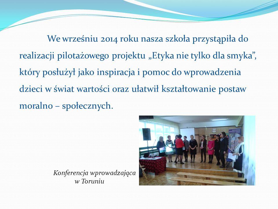 """We wrześniu 2014 roku nasza szkoła przystąpiła do realizacji pilotażowego projektu """"Etyka nie tylko dla smyka , który posłużył jako inspiracja i pomoc do wprowadzenia dzieci w świat wartości oraz ułatwił kształtowanie postaw moralno – społecznych."""