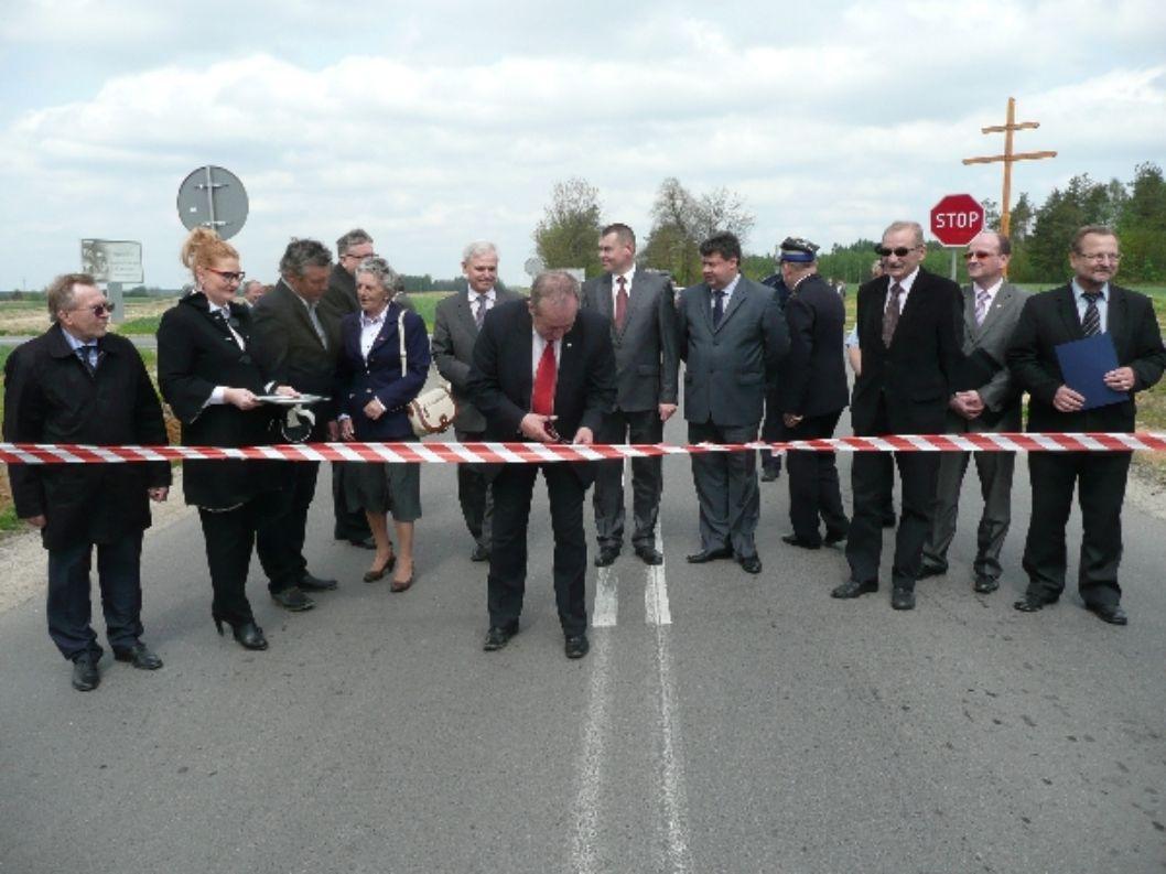 Poprawa bezpieczeństwa gminy poprzez zakup samochodów pożarniczych i policyjnych.