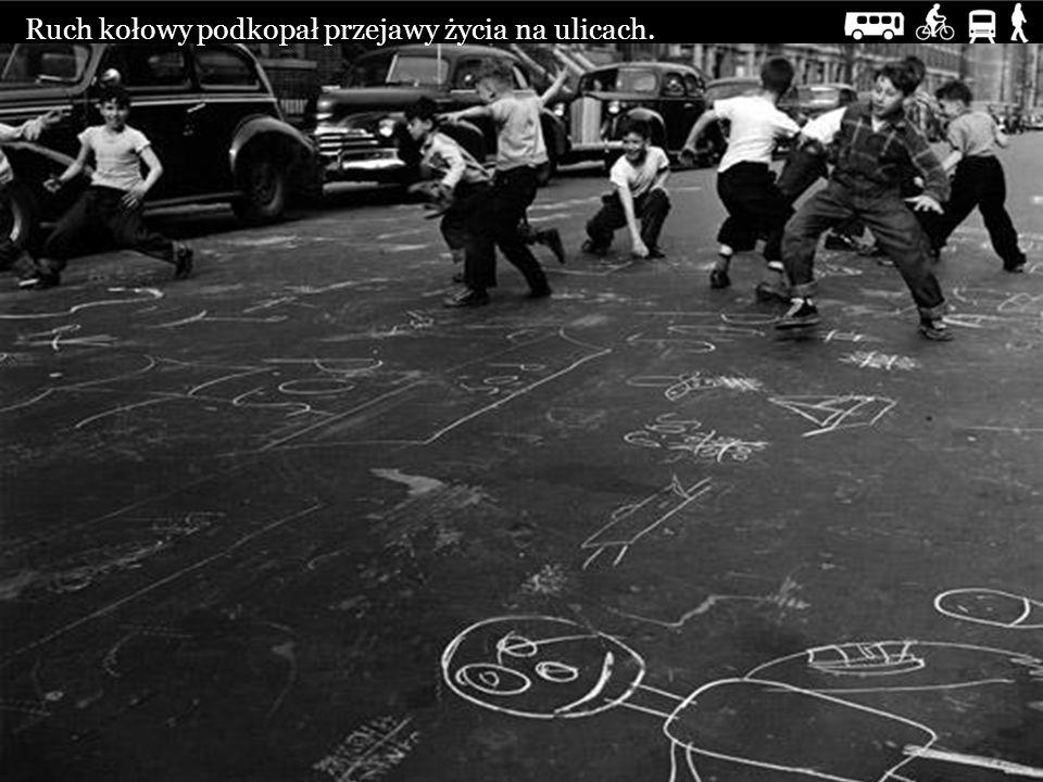 Ruch kołowy podkopał przejawy życia na ulicach.