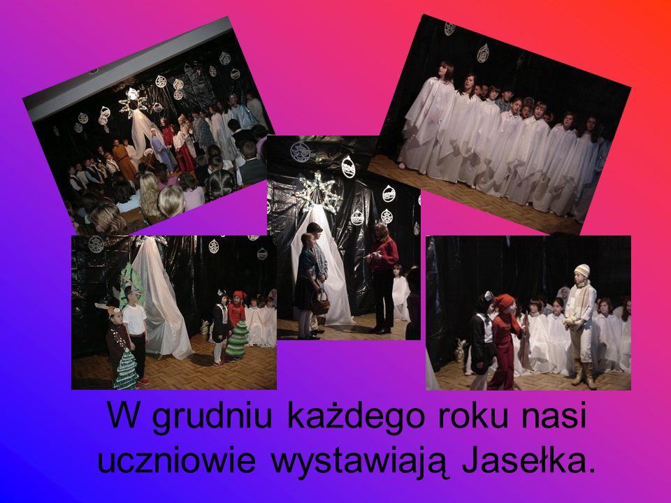 W grudniu każdego roku nasi uczniowie wystawiają Jasełka.