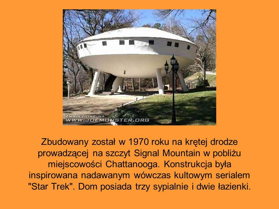 Zbudowany został w 1970 roku na krętej drodze prowadzącej na szczyt Signal Mountain w pobliżu miejscowości Chattanooga. Konstrukcja była inspirowana n