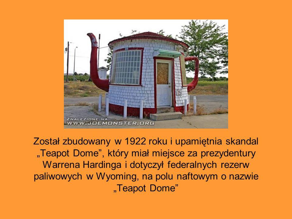 """Został zbudowany w 1922 roku i upamiętnia skandal """"Teapot Dome"""", który miał miejsce za prezydentury Warrena Hardinga i dotyczył federalnych rezerw pal"""