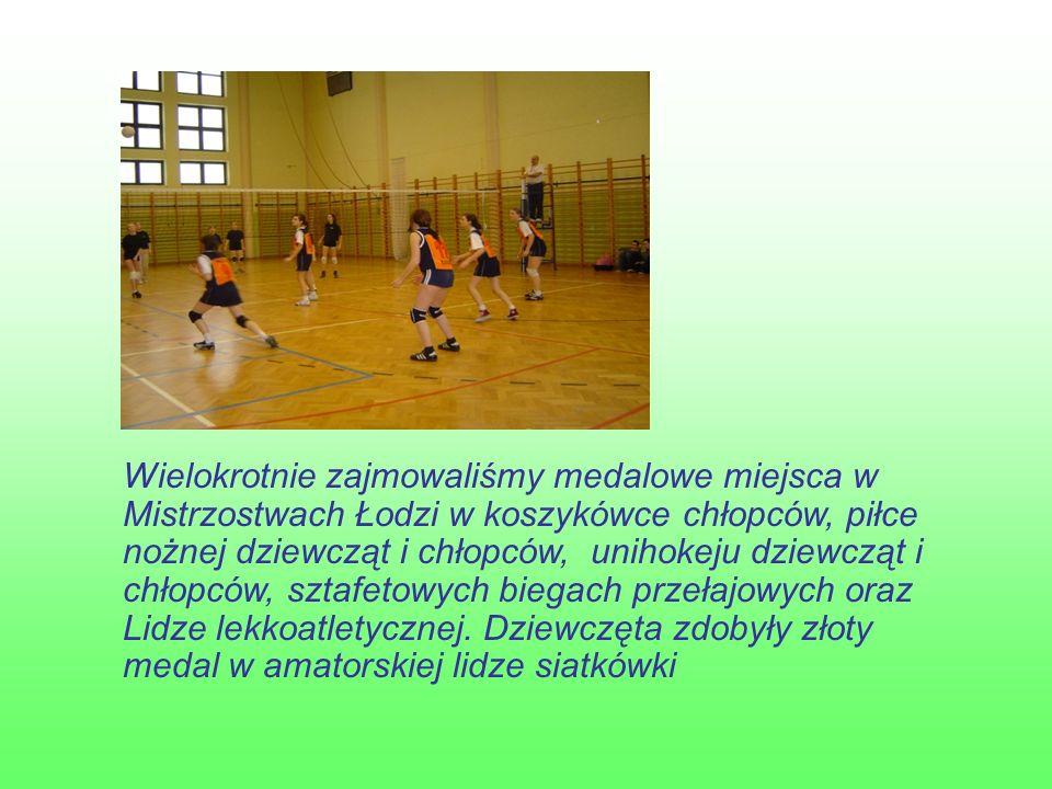 Wielokrotnie zajmowaliśmy medalowe miejsca w Mistrzostwach Łodzi w koszykówce chłopców, piłce nożnej dziewcząt i chłopców, unihokeju dziewcząt i chłopców, sztafetowych biegach przełajowych oraz Lidze lekkoatletycznej.