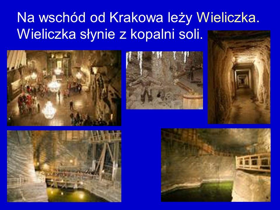 Na wschód od Krakowa leży Wieliczka. Wieliczka słynie z kopalni soli.