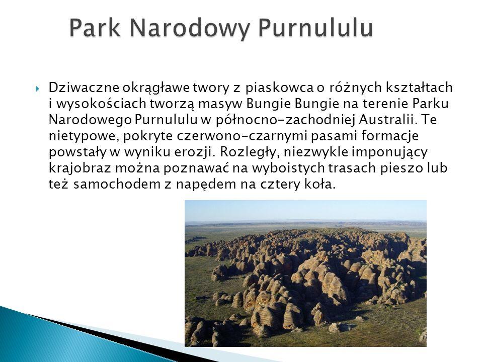  Dziwaczne okrągławe twory z piaskowca o różnych kształtach i wysokościach tworzą masyw Bungie Bungie na terenie Parku Narodowego Purnululu w północn