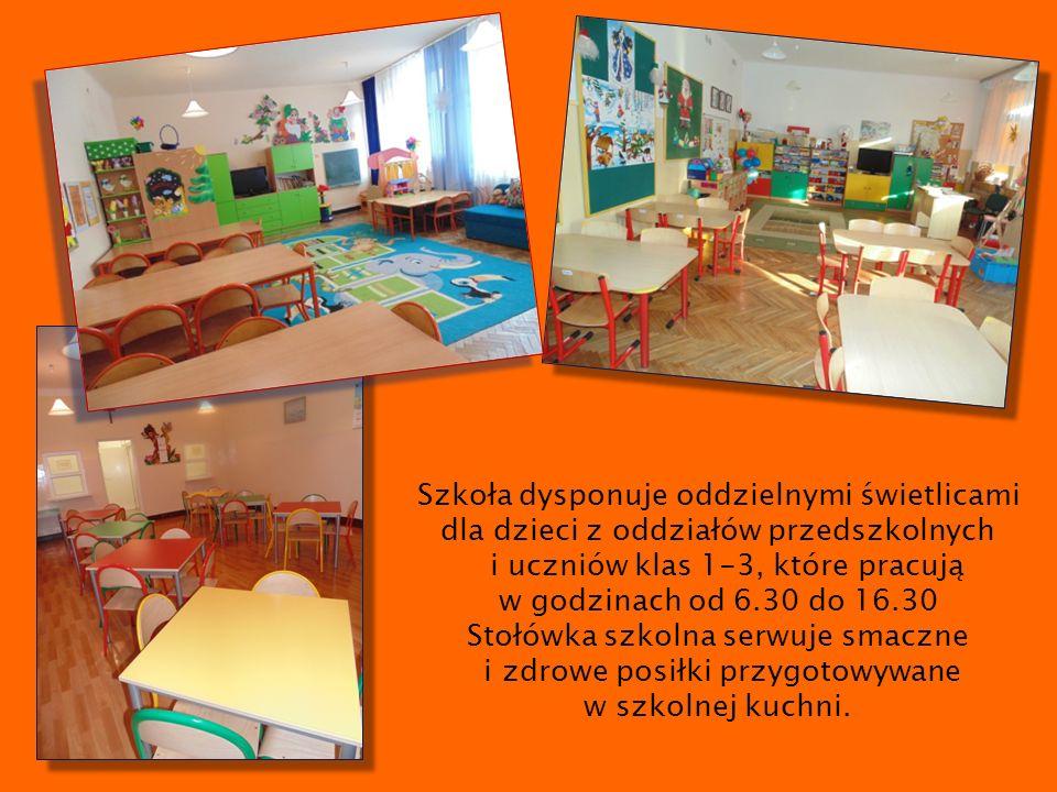 Szkoła dysponuje oddzielnymi świetlicami dla dzieci z oddziałów przedszkolnych i uczniów klas 1-3, które pracują w godzinach od 6.30 do 16.30 Stołówka szkolna serwuje smaczne i zdrowe posiłki przygotowywane w szkolnej kuchni.