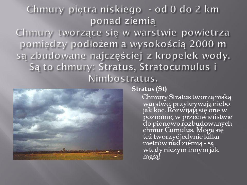 Stratus (St) Chmury Stratus tworzą niską warstwę, przykrywają niebo jak koc. Rozwijają się one w poziomie, w przeciwieństwie do pionowo rozbudowanych