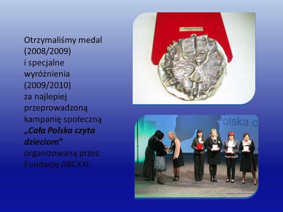 """Otrzymaliśmy medal (2008/2009) i specjalne wyróżnienia (2009/2010) za najlepiej przeprowadzoną kampanię społeczną """"Cała Polska czyta dzieciom organizowaną przez Fundację ABCXXI."""