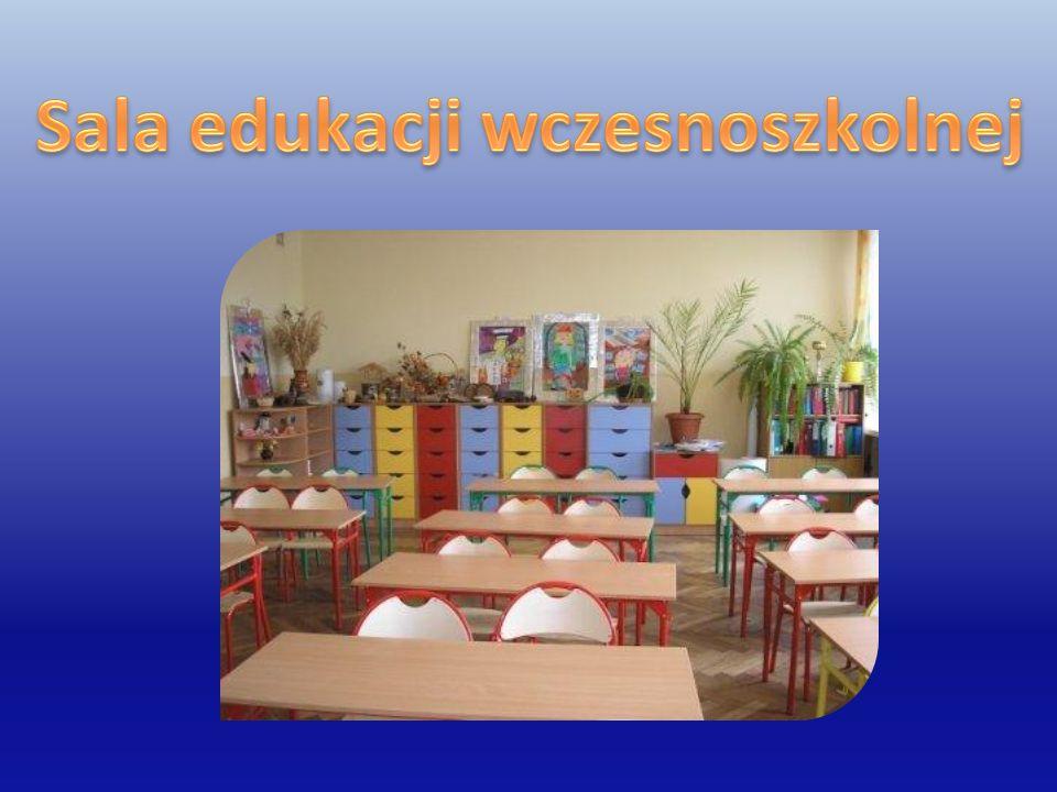 Pedagog szkolny Pracuje w godzinach 9.00-13.00.Sprawuje funkcję opiekuńczo-wychowawczą.