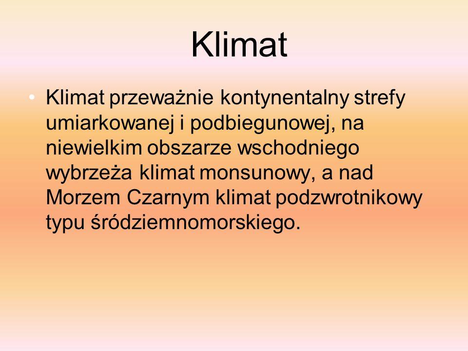 Klimat Klimat przeważnie kontynentalny strefy umiarkowanej i podbiegunowej, na niewielkim obszarze wschodniego wybrzeża klimat monsunowy, a nad Morzem Czarnym klimat podzwrotnikowy typu śródziemnomorskiego.